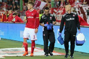 Hoffnungsvolles Talent, Joel Abu Hanna nach seiner verletzungsbedingten Auswechslung (Foto: www.der-betze-brennt.de)