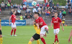 Klein aber obenauf, Baris Atik beim Kopfball (Foto: 1.FC Kaiserslautern)