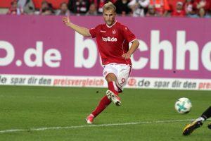 Der Ball ist unterwegs zum 3:0, Sebastian Andersson bei seinem dritten Treffer (Foto: Thomas Füssler)