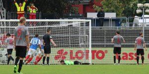 Nackenschlag in letzter Sekunde. Müller kurz nach dem Siegtreffer der Kieler am Boden (Foto: www.der-betze-brennt.de)