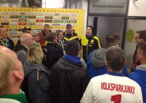 Plauderei in der Mixed-Zone (Foto: mg)