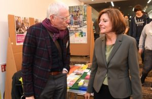 Ministerpräsidentin Malu Dreyer im Gespräch mit Joachim Schulte (Foto: Staatskanzlei Rheinland-Pfalz)