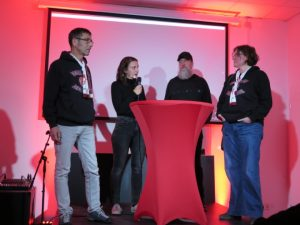 Talkrunde im Anschluss an den Film, Michelle Pfeiffer im Dialog mit Berliner Bagaasch und Filmemacher Michael Zeising (Foto: Fanprojekt Kaiserslautern)