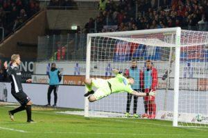 Zum zweiten Mal egalisiert. Treffer zum 2:2 (Foto: www.der-betze-brennt.de)