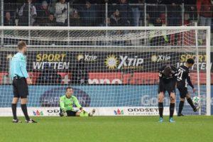 Konsterniert! In der Nachspielzeit einen dummen Treffer kassiert, Jan Ole Sievers (Foto: www.der-betze-brennt.de)