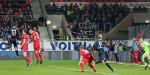 Kopfballtreffer zum 1:1 Ausgleich, Lukas Spalvis (Foto: www.der-betze-brennt.de)