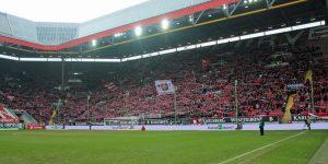 Nur 21.739 Zuschauer kamen gestern ins Stadion ()Foto: www.der-betze-brennt.de
