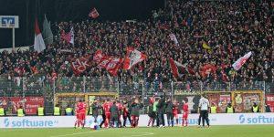 Feiern mit den Fans (Foto: www.der-betze-brennt.de)