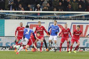 Die letzte Aktion, Patrick Ziegler warf sich beherzt in den Ball (Foto: www.der-betze-brennt.de)