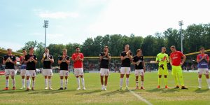 Der Dank der Mannschaft an die Fans (Foto: www.der-betze-brennt.de)