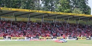 """Auch die Gegengerade """"gehörte"""" dem Lauterer Anhang (Foto: www.der-betze-brennt.de)"""