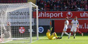 Der Ball ist im Netz, Gino Fechner erzielte das 1:0 (Foto: www.der-betze-brennt.de)