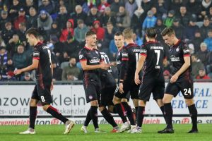 Torjubel nach dem zweiten Treffer (Foto: www.der-betze-brennt.de)