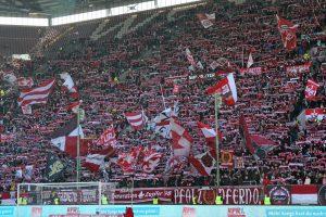 19.545 Zuschauer. Zumindest die Westrribüne war gut gefüllt (Foto: www.der-betze-brennt.de)