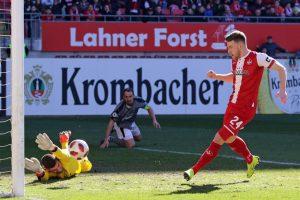 Trifft zum 1:0 für den FCK und... (Foto: www.der-betze-brennt.de)