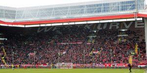 18.288 Zuschauer kamen auf den Betzenberg. Lücken gab es auch auf der Westtribüne (Foto: www.der-betze-brennt.de)