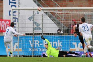 Glück für den FCK. Der Strafstoß ging an die Latte (Foto: www.der-betze-brennt.de)