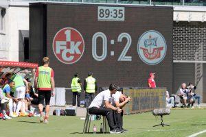 Ratlosigkeit und Ernüchterung an der Seitenlinie (Foto: www.der-betze-brennt.de)