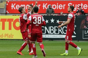 Mit breiter Brust nach dem Treffer zum 2:0, Florian Pick (Foto: www.der-betze-brennt.de)
