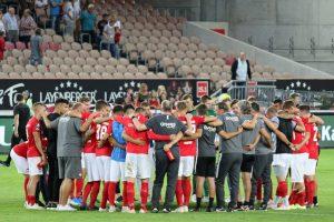 Die Mannschaft gibt ein geschlossenes Bild ab (Foto: www.der-betze-brennt.de)