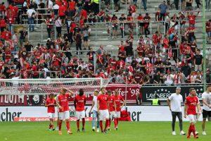 Nach dem Abpfiff Ernüchterung bei Fans und Mannschaft (Foto: www.der-betze-brennt.de)