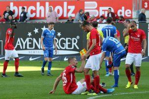 Ernüchterung nach dem Abpfiff. Wieder kein Dreier vor heimischem Publikum (Foto: www.der-betze-brennt.de)