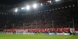 21.714 Zuschauer fanden den Weg ins Stadion. Tolle Wunderkerzen-Choreo vor dem Anpfiff (Foto: www.der-betze-brennt.de)