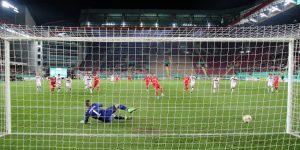 Timmy Thiele trifft zum 1:0 (Foto: www.der-betze-brennt.de)