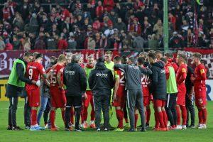 Einschwören auf die Verlängerung (Foto: www.der-betze-brennt.de)
