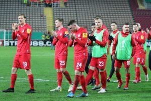 Trotz der Niederlage, die Mannschaft kann erhobenen Hauptes vom Platz gehen (Foto: www.der-betze-brennt.de)