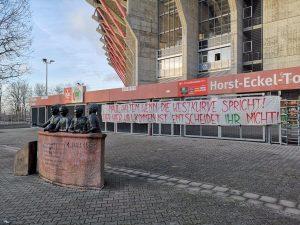 Banner des Fanbündnis 1. FC Kaiserslautern vor der Westkurve